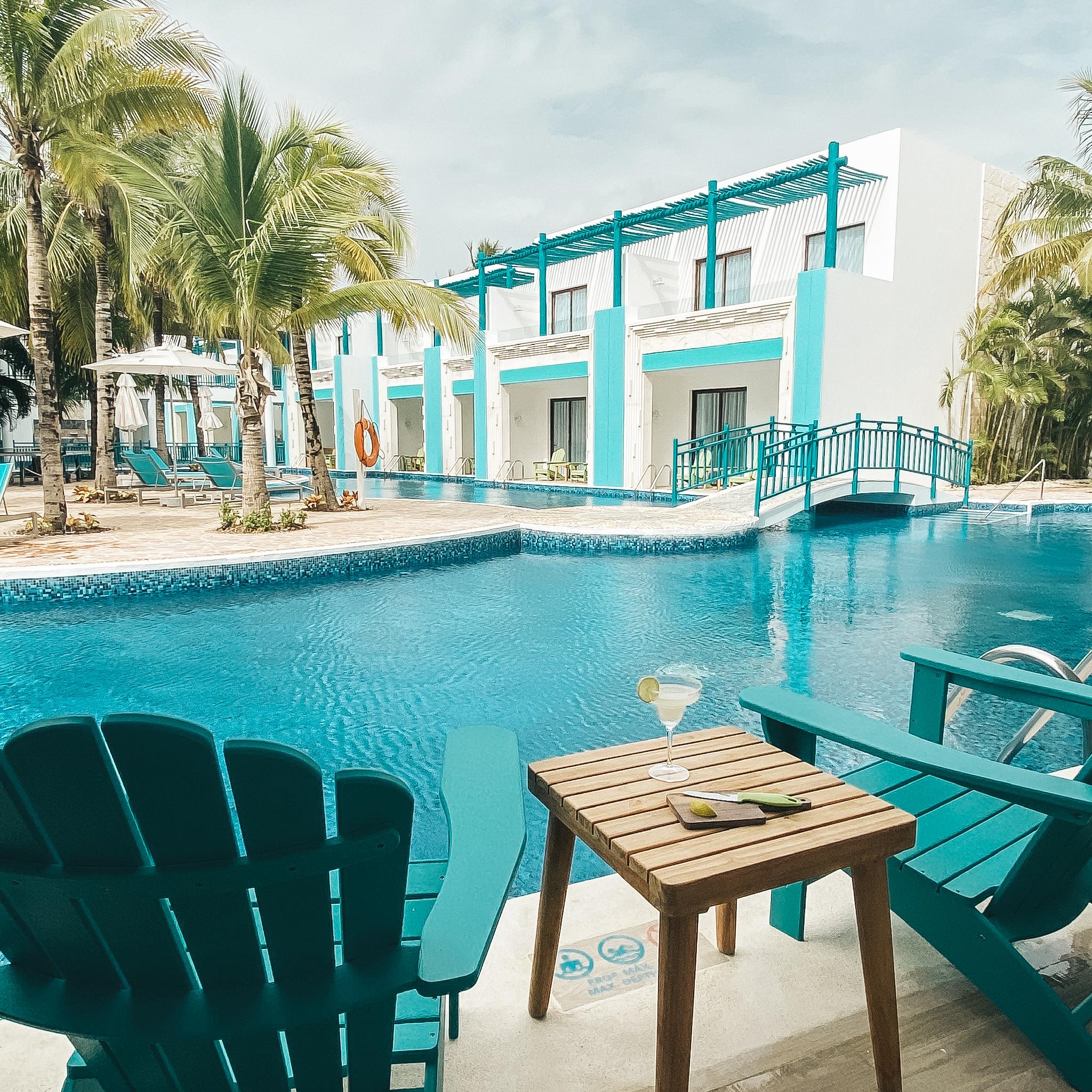 Photo of the Swim Up Paradise Suite